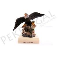 Figura águila con base de madera