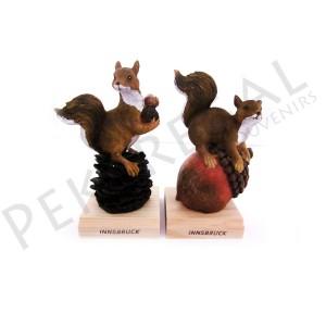 Figura ardillas con base de madera