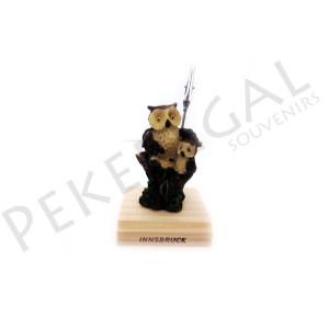 Figura búho con pinza  con base de madera