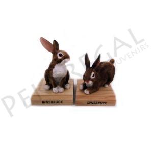Figura conejo con base de madera