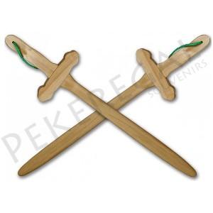 Espadas de madera con cruz